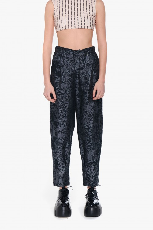 Woman trousers in black and...